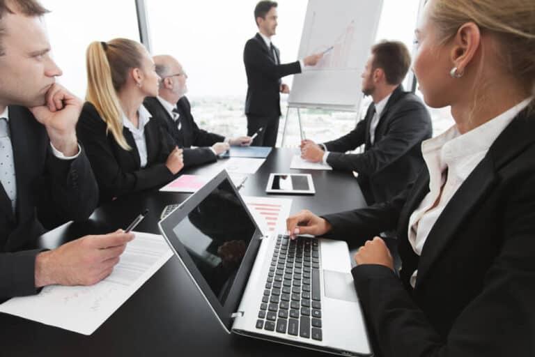 ניהול עובדים, צוות אנליטיקה מסביב לשולחן
